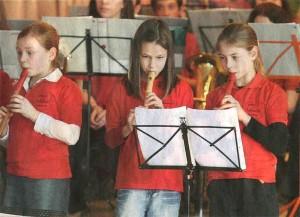 """Mit dem Streit, """"Der Kuckuck und der Esel"""" einst hatten, bewies der Nachwuchs im Musikverein Können an der Flöte. (Foto: Georg)"""