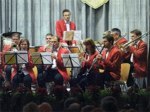 Mit dem dritten Satz aus dem Klarinettenkonzert von Wolfgang Amadeus Mozart bewies das Eintracht-Orchester auch Können auf klassischem Gebiet. (Foto: Georg)